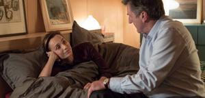 Kristin Scott Thomas spelar hustrun till den medelålderskrisande neurokirurgen Paul (Daniel Auteuil) i