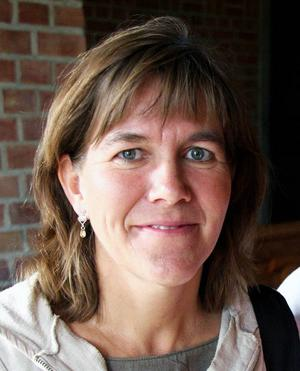 4 Anna Erlandsson ställer äntligen ut igen. Vi kan inte få nog av hennes teckningar, filmer, mosaikstycken och lustiga infall