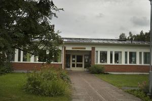 En anhörig till en före detta boende på Sörgårdens äldreboende har lämnat in en anmälan till Socialstyrelsen.