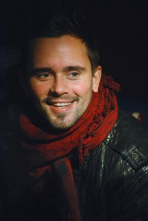 Erik Segerstedt: Artisten Erik Segerstedt från gruppen E.M.D har skrivit Patriks combo speciallåt Madeleine som de ska framföra efter Lasse Stefanz-låten De sista ljuva åren.