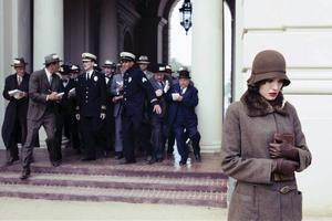 """Kvinna mot systemet. Angelina Jolie som den på flera sätt ensamma Christine Collins i  """"Changeling"""", ett drama, favorittippat till flera Oscars, om att förlora sitt barn."""