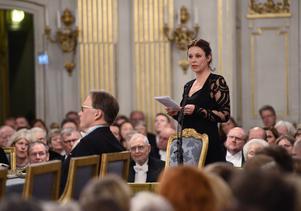 Nya ledamoten Sara Stridsberg håller sitt inträdestal vid Svenska Akademiens årliga högtidssammankomst i Börshuset i Stockholm.