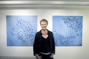 """Hur förstår vi den rymd som omger oss? Gävlekonstnären Gunilla Rådström söker svaret i målningar som """"Andning"""" och """"Rörelse""""."""