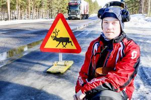 Jeremias Åhrén fick inget gehör från Trafikverket när det gällde att upphöra med saltningen på väg 87, alternativt att sänka hastigheten.