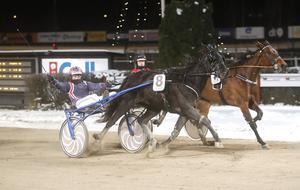 Kajsa Fricks Ginger Lynn fick karriärens första seger – med Lina Pergenius i sulkyn.