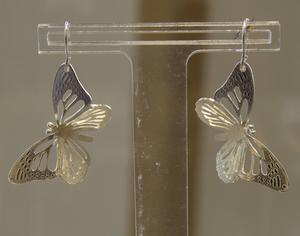 Fjärilsörhänge.