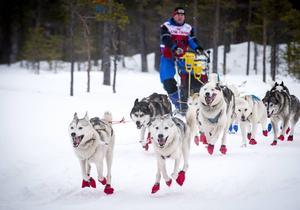 Michael Hess från Tyskland med sina fina hundar i lika fina färgglada tofflor.