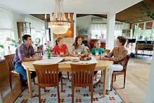 Förutom skidåkning är det långfrukosten på helgerna som är hela familjens favorit.