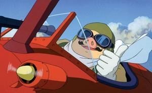 cool. Stridspiloten Porco Rosso har förvandlats till en gris, och flyger rakt in i en filmrecensents hjärta. Foto: Folkets Bio