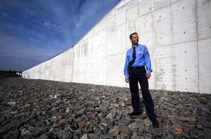 Murarna runt det nya superfängelset i Härnösand är sex meter höga.