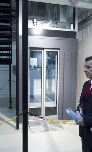 Hissarna drivs med skruvteknik och kan installeras i fastigheter som saknar befintliga hisschakt.