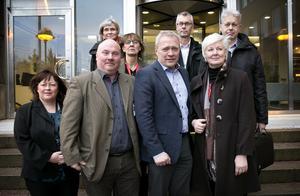 Främre raden från vänster, Kristina Holmström Matses, Jan Fagerheim, Carl-Johan Linér och Ingalill Persson. Bakre raden, från vänster, Ann-Christin Runkvist, Karin Stikå Mjöberg, Pehr Guldbrand och Åke Centervärn.