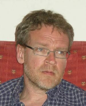 KRITISK.  Michael Gustavsson konstaterar att kritiken mot skolledningen kommer från flera håll.