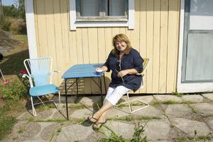 Under sommaren har Eli Åhman Owetz suttit på retrostolarna i trädgården och jobbat med sin synopsis till den tredje boken i Anna-Lisa-serien.