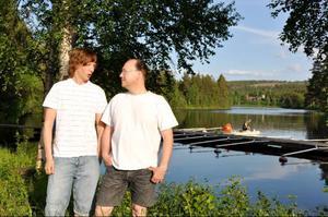 Anders Stenvall Andersson och Torbjörn Andersson gillar att fiska och tycker att alla ska ha råd med det.