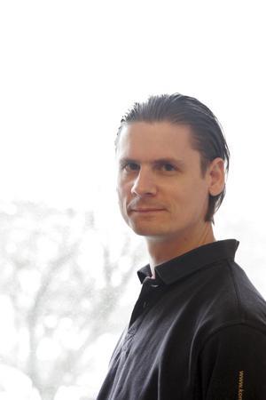 Besviken. Georg Hardt, som har ett nyväckt intresse för gamla veteranbilar, blev besviken på att arrangörerna av Power Meet tillät invandrarskämt bland försäljarna.