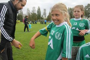 Lagkaptensbandet sitter fint och Alva Johansson är redo för match.