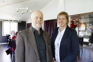 Mot knark. Per Johansson höll föredrag om narkotika, inbjuden av Karin Karlsbro (FP).