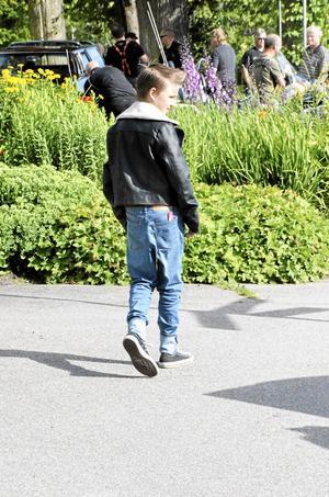 Bergslagens snyggaste. 13-åriga Rasmus Engdahl hade inte något pimpat fordon med sig, men kunde nog tävlat ändå. – Jag lämnar aldrig huset utan en kam och brylkräm, det ska vara äkta vara, säger Rasmus och berättar att största intresset är bilar och Rockabilly.
