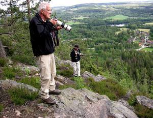 Ragnar Nyberg har ett stort intresse för fotografering och fåglar. Här dokumenterar han under en ringmärkning av pilgrimsfalkar på Djurmo Klack i Gagnefs kommun.