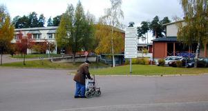 Roligare på jobbet. Bättre stöd till chefer och en förbättrad arbetsmiljö ska sänka sjukfrånvaron inom bland annat äldrevården i Rättvik. Personalutskottet har beslutat om en satsning på minskad sjukfrånvaron under 2008.
