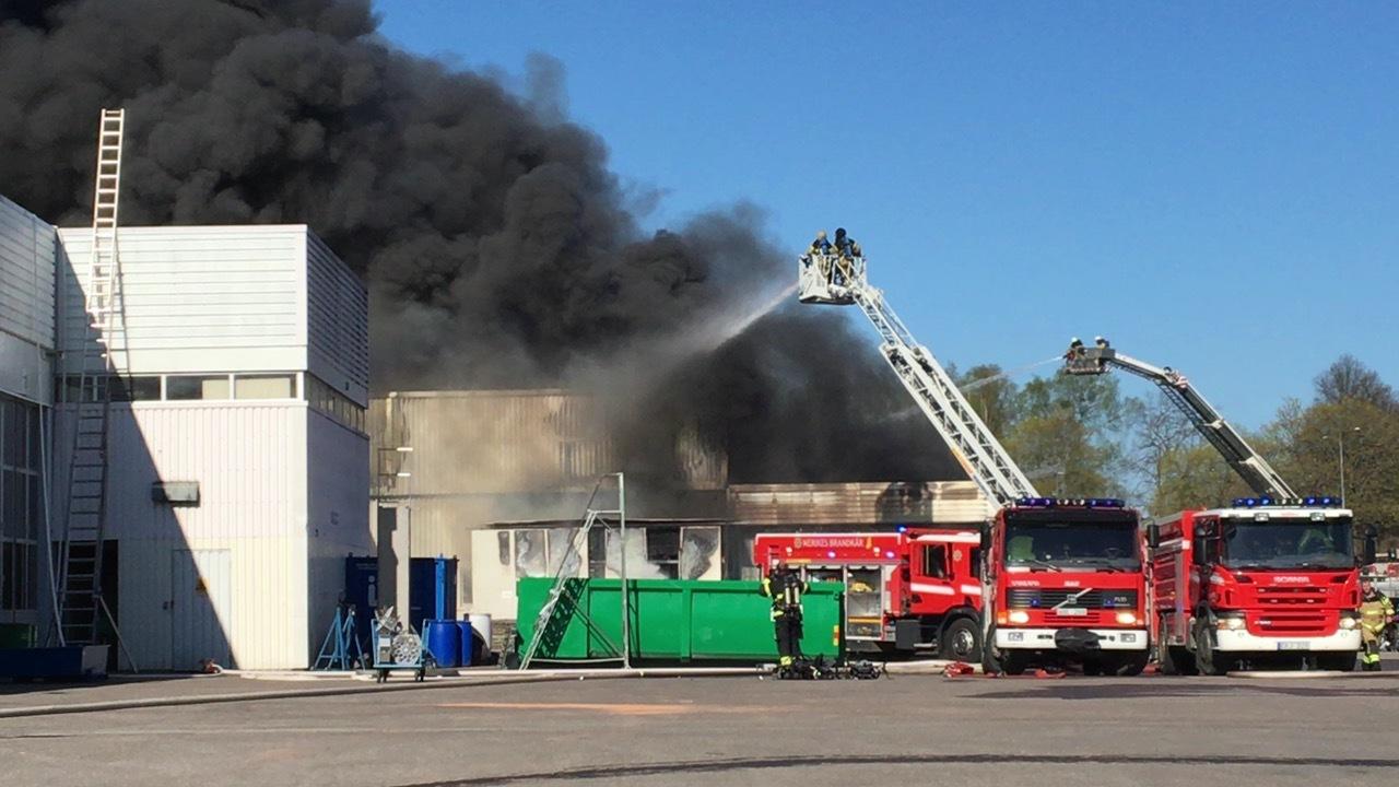Kraftig brand i centrala orebro