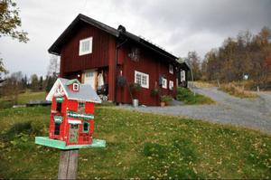 I nedre delen av konststigen passerar man vacker bebyggelse, en del i miniatyr.