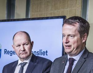 Lyssna på larmen! Polisen har inte bara en kris, utan tre parallella kriser, som alla kräver mer handling av inrikesminister Anders Ygeman (S) än en förljugen problemformulering.