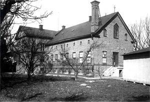 Orgelfabrik. Fabriksbyggnaden vid Östra Bangatan 2-6 cirka 1930, där firman hade sin verksamhet 1880–1940. Ur E. A. Setterquist & Son Eftr.:s arkiv.