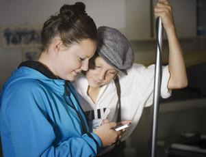 Leo Jilka, 14 år, från Sandviken och Felicia Lööke, 15 år, drömmer om att bli skådespelare.