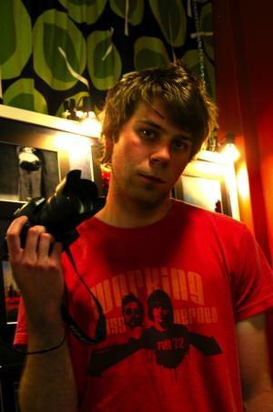Bildsinne. En intressant ung herre, Johan Thirus, med kameran i högsta hugg