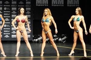 På Therese Vestbergs första tävling i bikinifitness, i Alingsås för tre veckor sedan, slutade hon femma. Här i blå bikini.