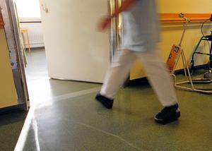Stressad nog. Kan ekonomiska avdrag för dålig tillgänglighet slå fel när vårdpersonalen är överbelastad? Foto: Scanpix