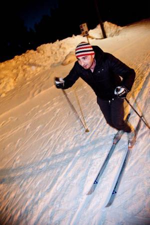 – I Syrien är det mest fotboll och basket som gäller, någon enstaka har åkt skridskor. Men aldrig skidor, säger Basil Aid nyss inflyttad i Offerdal från Syrien.
