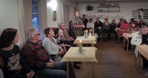Det var fullsatt i Björsarvs samlingslokal, när Svågadalsnämndens ordförande Sven-Erik Eriksson öppnade mötet.
