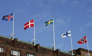 De nordiska flaggorna på Sheraton Hotels tak.