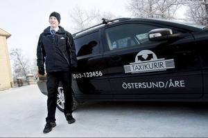 Stefan Lagercrantz, taxichaufför på Taxikurir, tycker att biogas är bra. – Det känns ingen skillnad i körningen om man kör på biogas eller bensin, men biogasen är ju miljövänligare, säger han.
