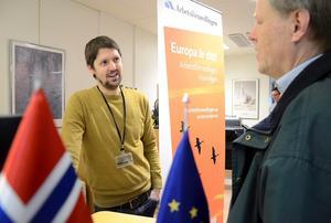 UTOMLANDS. Anders Carlsson Eklund tipsade och informerade om arbete utanför Sveriges gränser. Han är Eures rådgivare. Just nu är arbetsmarknaden i Norge bättre jämfört med den svenska enligt honom.