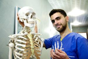 Zaher Sannoufi utbildade sig i hemstaden Homs i Syrien och tog examen precis innan oroligheterna startade.