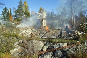 Brand i sommarstuga i Vindhem på Alnö.