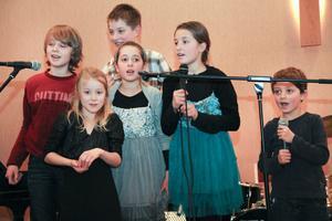 Populäraste framträdandet under kvällen stod nog de Laursenska barnbarnen Jonathan, Ofelia, Elias, Sarah, Aiona och Benjamin för.