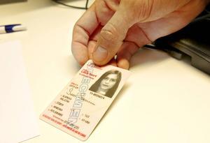 – De får ett asylkvitto, som gör det legitimt för dem att vistas här i två veckor, säger Betim Jahiri.