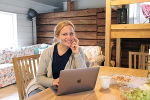 Katarina Jansson har nyligen flyttat till Särna för att leva sin dröm - att kunna styra sina arbetstider och att leva med friluftsliv inpå knuten. - Att det finns fiber här var en förutsättning för att jag skulle kunna bo här, säger hon.