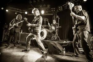 Publiken kan se fram emot att få höra flera rockklassiker med Dave Edmunds i kväll. Både från hans solokarriär och från tiden med Rockpile.Foto: Pasi Rytkonen