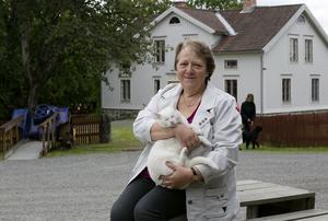 Ulla-Britt Pettersson är uppväxt på en bondgård mellan Säffle och Arvika. – Vi har varit i Färsna en hel del med barn och barnbarn. Vi har firat midsommar här och varit på julmarknaden. KD har också haft möten här.