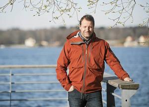 """""""Jag försöker leva så mycket jag kan i nuet"""", säger före detta hockeyproffset Mikael Renberg. Han är inne på sin andra karriär i livet och trivs fint med det."""