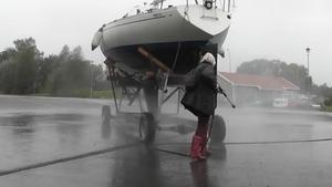 Höst, grått och blött. En bild taget vid vår båtupptagning på Johannesberg