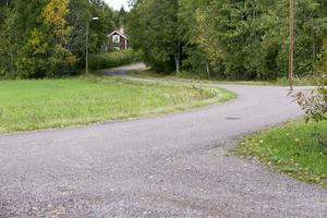 Totalt drabbas cirka 100 vägföreningar av kommunens beslut, enligt UNT.