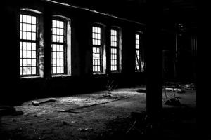 En tom, ödslig fabrikslokal från Sundsvall.
