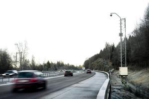 Den nya trafikövervakningskameran på E4 vid Skönviksbacken kommer att ge viktiga trafikbilder till trafikledningen.
